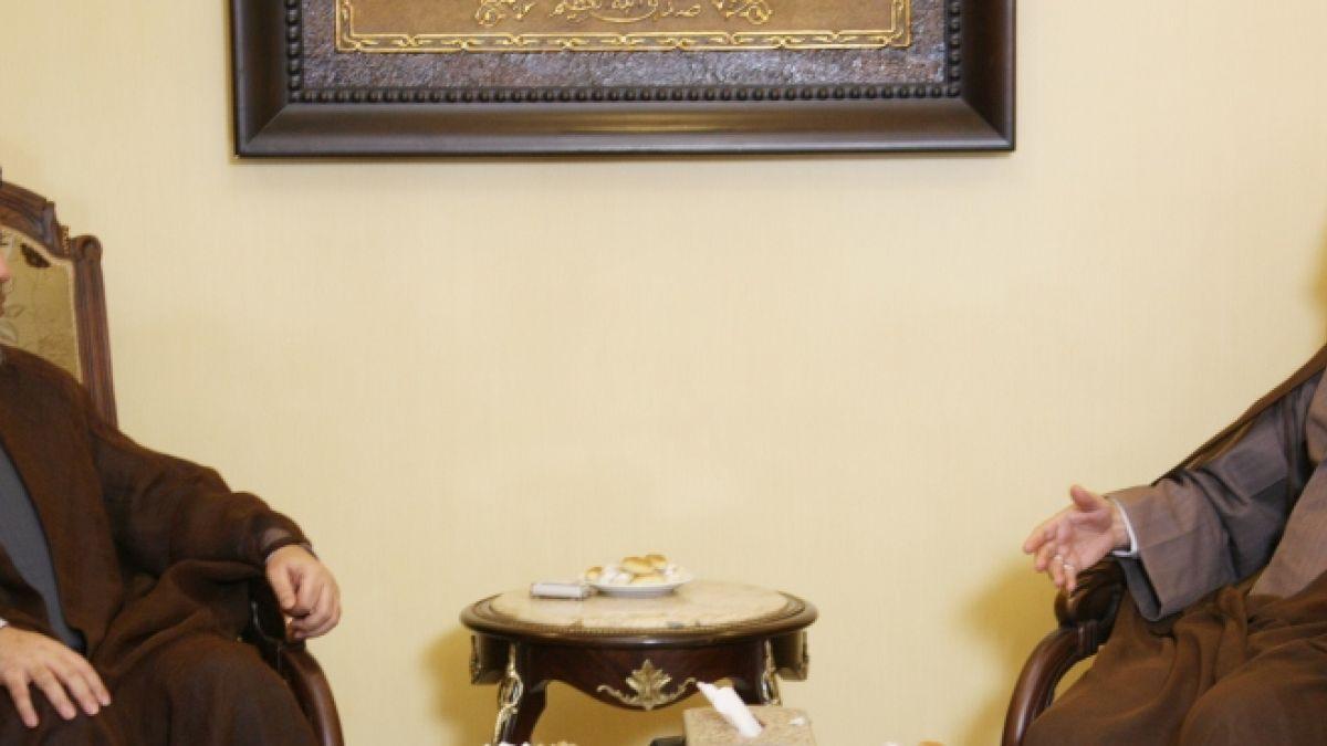 السيد نصر الله ورئيس جامعة المصطفى العالمية 17-9-2010
