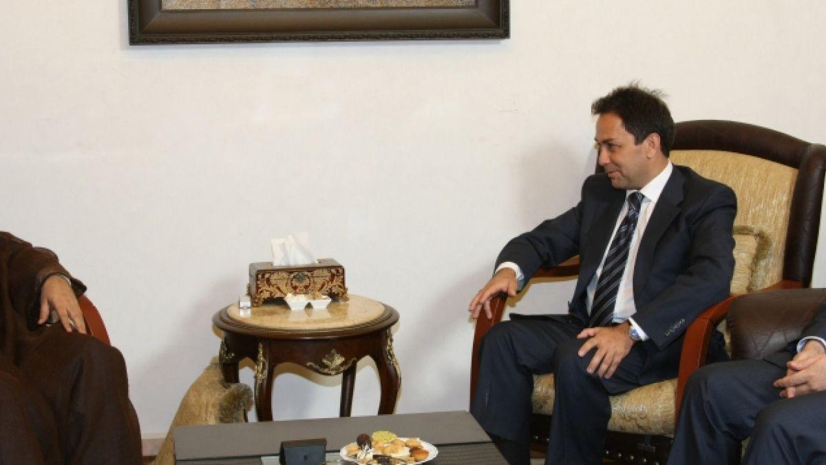 لقاء السيد نصر الله مع الوزير زياد بارود 24-7-2010