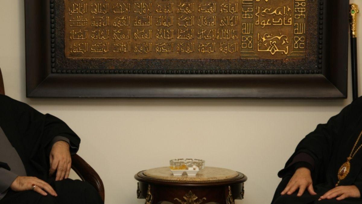 لقاء السيد نصر الله مع المطران يوحنا درويش7-3-2012