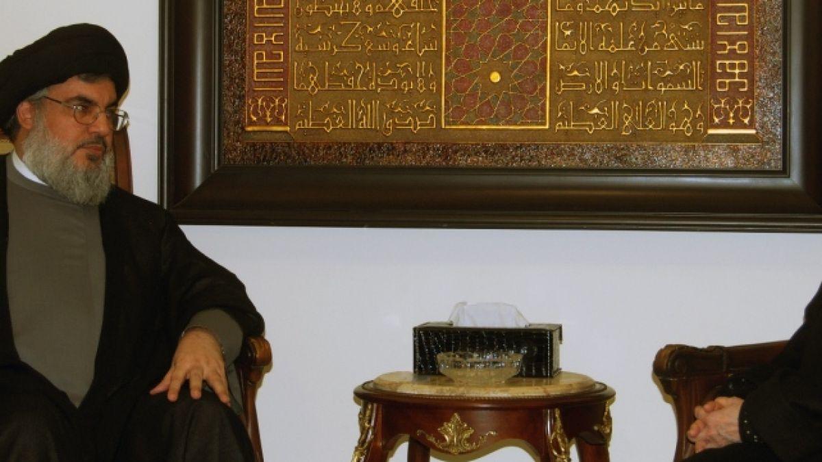 لقاء السيد نصر الله مع الجزائرية جميلة بوحيرد 8-12-2013